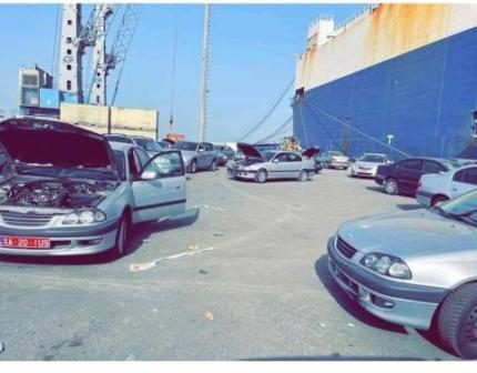 """سيارة مستوردة على متن باخرة ترسو ب""""ميناء الصداقة"""""""