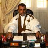 المدير العام لصوملك يرد شعرا علي منتقديه